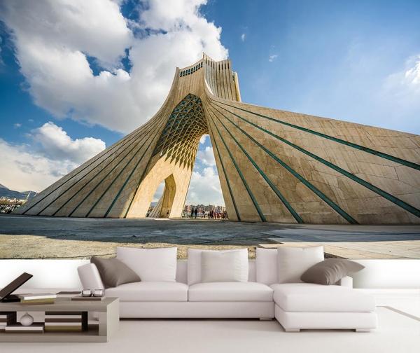 برج ازادی واسمان ابی از نمای پایین